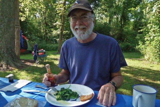 Van Meter State Park: Breakfast at camp