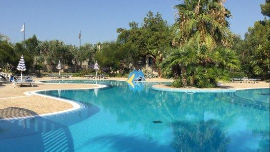 Villaggio merino resort vieste provincia di foggia for Piscinas merino