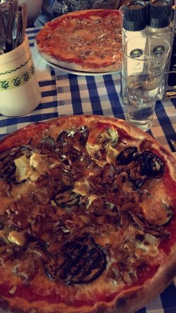 Teltow, Germany: Pizza Ortolana mit Pfifferlingen!