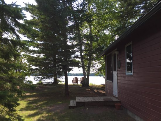 Two Inlets Resort: cabin entrance and lake view