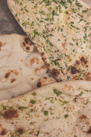 Indian Spice Company: Plain / Garlic & Coriander / Fresh Chilli naan bread.