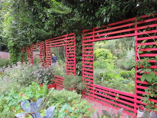 S rie de miroirs o se refl te le jardin sublime picture of jardin interieur a ciel ouvert - Jardin contemporain athis de l orne nantes ...