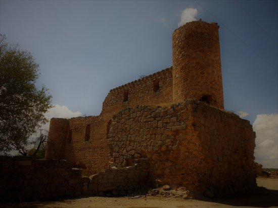 Cuerva, إسبانيا: Torre y muro