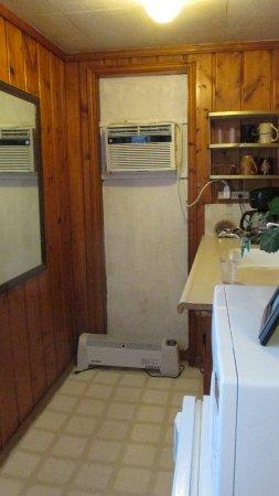 Roundtop Mountain Motel: kitchenette