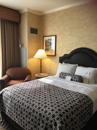 Wyndham Anaheim Garden Grove: Clean , spacious and modern room. Staffs were courteous, friendly and very helpful. Free shuttle