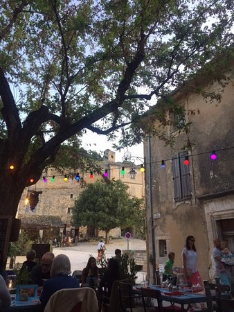 Oppede, ฝรั่งเศส: Fairy lights