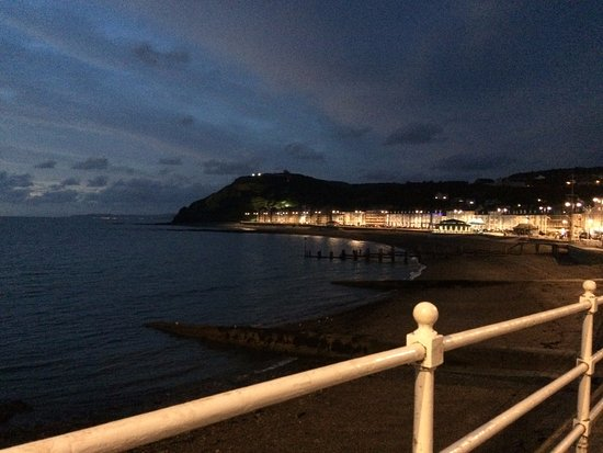Aberystwyth, UK: Views looking north across the beach at night