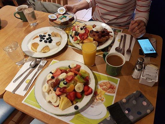 cora breakfast lunch vancouver central restaurant reviews rh tripadvisor ca