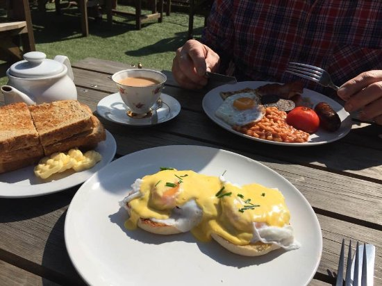 Northamptonshire, UK: Breakfast, eggs benedict and the full English