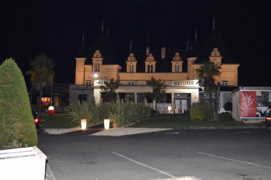 La Roche-Posay, Frankrig: Le casino se situe sur la gauche