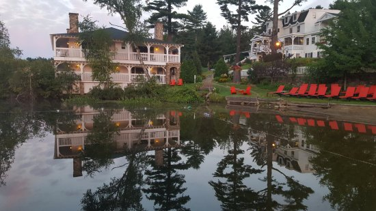 Mirror Lake Inn Resort & Spa: Morning Reflection at Beach