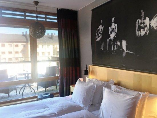 Hotel Rival: La stanza col balconcino