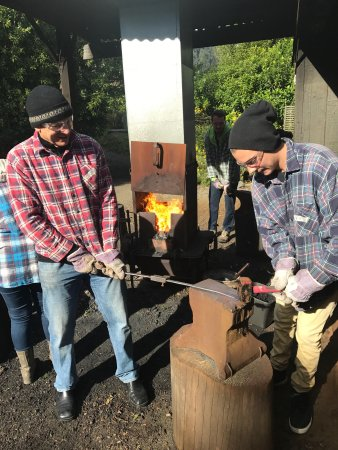 Barrytown Knifemaking: An unforgettable day of fun, laughter, shared experience and creativity.