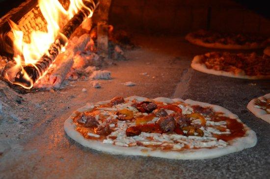 Monte Grimano Terme, Italia: pizza forno a legna