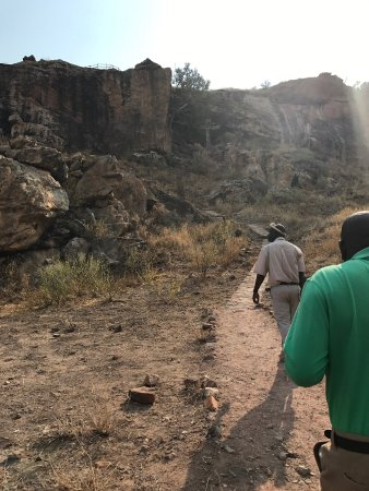 Limpopo Province, แอฟริกาใต้: Climbing the hill, tour guide leading the way