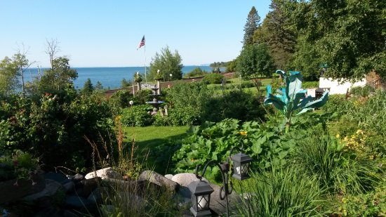 Inn on Gitche Gumee: View of Lake Superior from outside our room