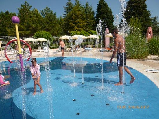Aquapark Aquamania: heated water playground