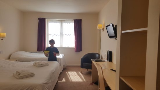 Wookey Hole Hotel: family room 3