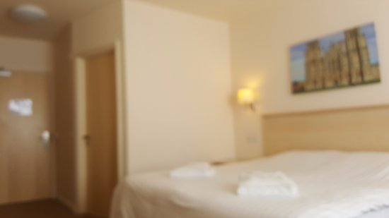 Wookey Hole Hotel: big comfy bed