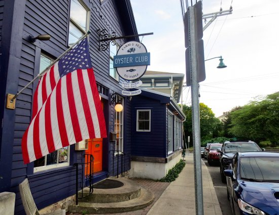 Oyster Club: Easy to find with parking available in the nearby public lot