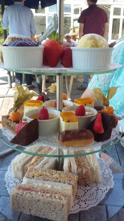 Charlwood, UK: Afternoon Tea