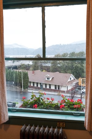 Hood River Hotel: The view from our bedroom