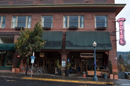 Hood River Hotel: View from the front.