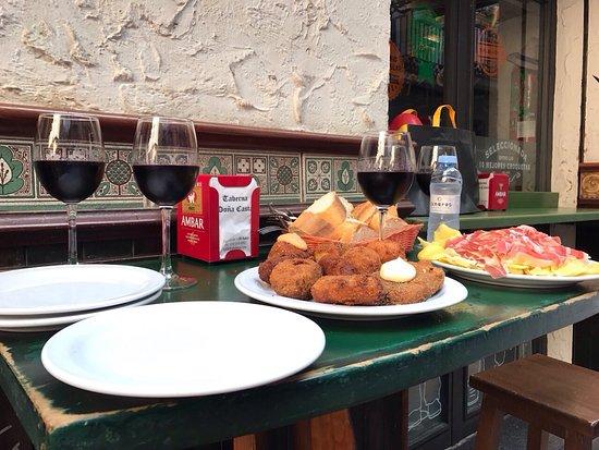 Restaurante dona casta en zaragoza con cocina otras for Mesas cocina zaragoza