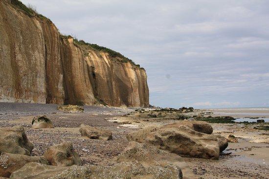 Varengeville-sur-Mer, Fransa: Falaises qui portent l'église et le cimetière marin