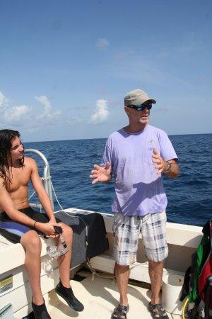 Cayman Marine Lab : Tom dropping knowledge!