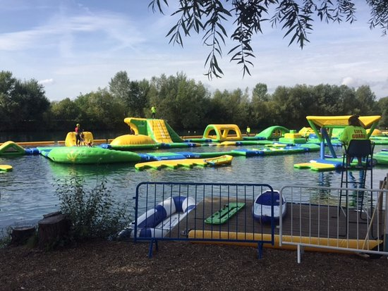 Datchet, UK: View of the aqua park from the bank.