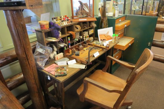 Fly Fishing Museum Of The Southern Alachians Sample Tying Desk