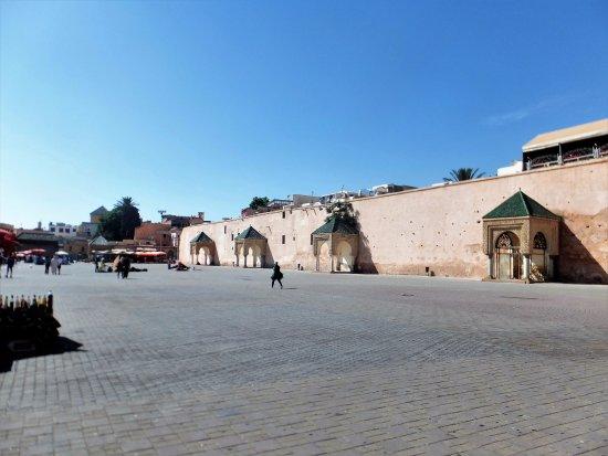 مدينة مكناس: Medina Square