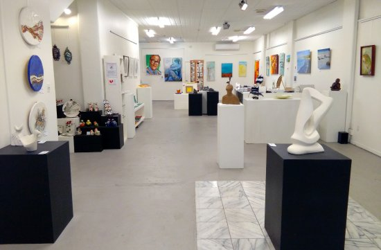 Napier, Nueva Zelanda: VIVA gallery showing the diversity of 12 local Hawkes Bay artist's work.