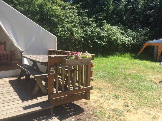 West Beach Resort: Tent cabin 5 with tent site next door