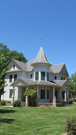 Hillsboro, KS: William & Ida Schaeffler's Queen-Anne style house built 1909 on National Register of Historic Pl