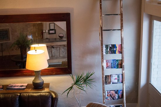 Clifton, TX: Lobby of the Screen Door Inn