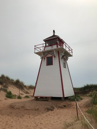 Stanhope, Canada: The light house from the beach side