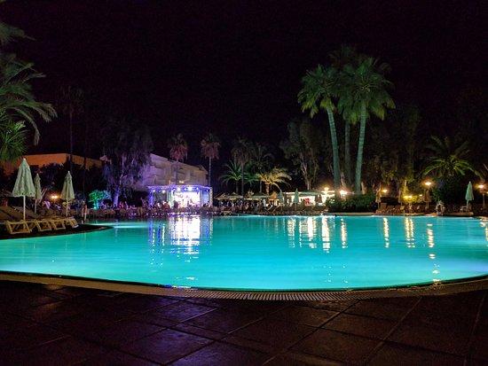 IBEROSTAR Ciudad Blanca: Main pool atbnight