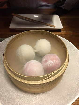 Sake Restaurant & Bar: Mochi chilled over dry ice