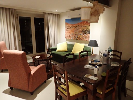 Cape Heritage Hotel: living and dining room in the apartment