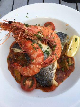 Davitts Restaurant : Sea-bass with prawns over sautéed vegetables