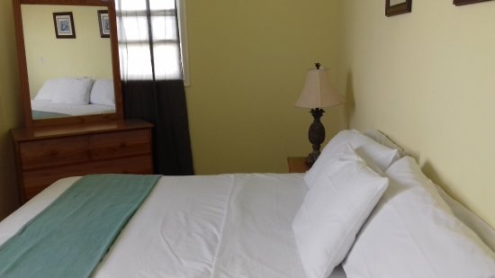 Paige Pond Country Inn: Deluxe - Bedroom