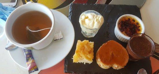 Le Moule, جوادلوب: thé gourmand avec ses mignardises
