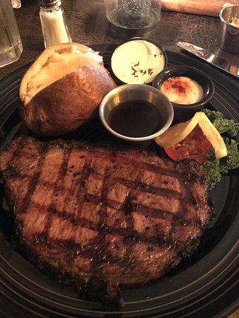 Gaskins Cabin Steakhouse: Prime rib cooked to perfection. Homemade mushroom soup... to die for!!!!!