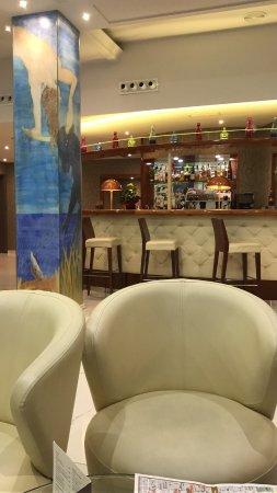 Hotel SERHS Rivoli Rambla: Recepcion y bar