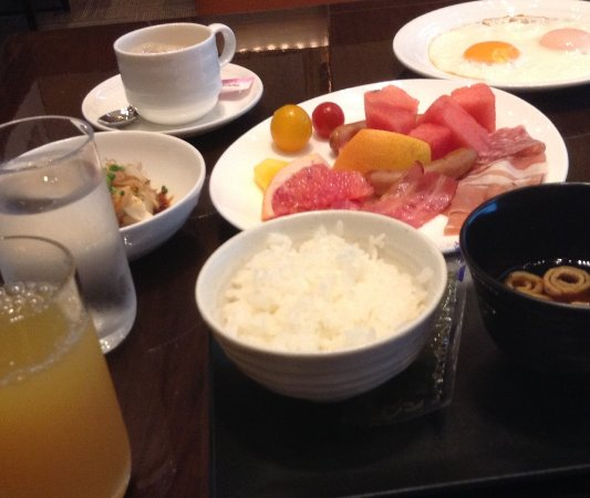 Hotel Niwa Tokyo: 目玉焼きかスクランブルエッグは選べます。