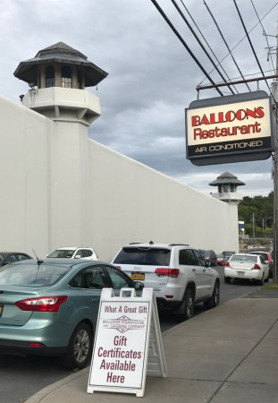 Balloons Restaurant & Catering: Balloons Restaurant