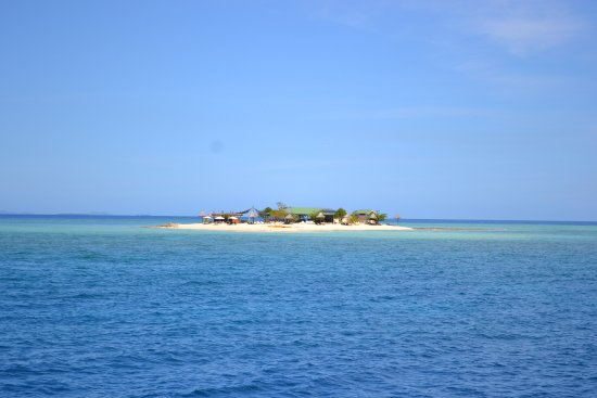 Oolala Cruises: Approaching the island from the boat