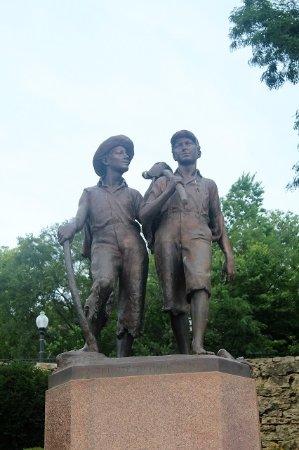 Tom and Huck's Statue: Tom & Huck at Hannibal, Missourri.